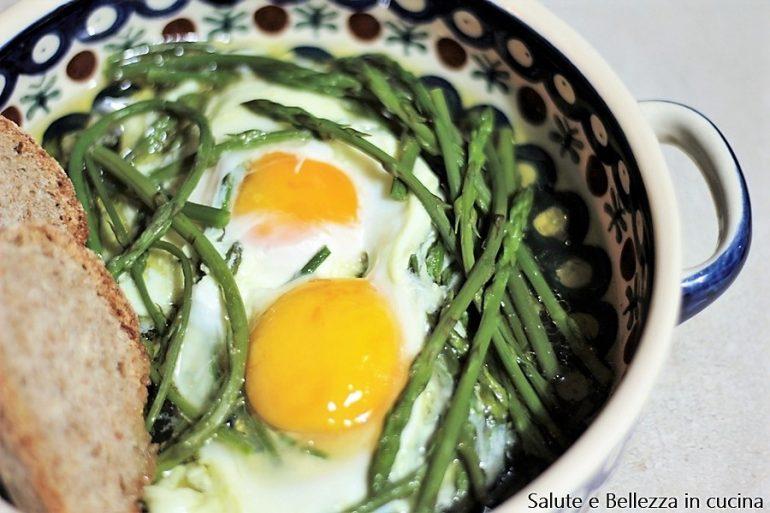 Zuppa di asparagi selvatici con uova