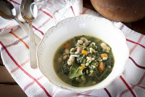 zuppa d'orzo con spinaci