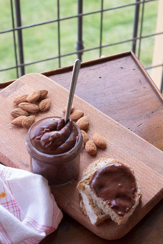 crema-di-mandorle-al-cioccolato